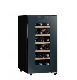 Cave hybride 18 bouteilles ultra silencieuse 26 décibels, 5 clayettes en bois fixes. Porte vitrée. Classe énergétique G. Noir